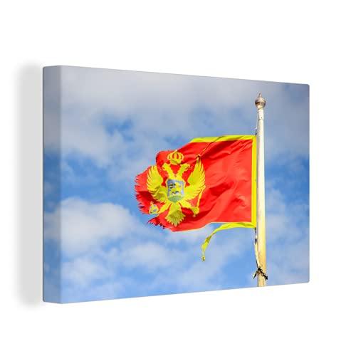 Leinwandbild - Gewellte Flagge von Montenegro mit einem blauen Himmel - 30x20 cm