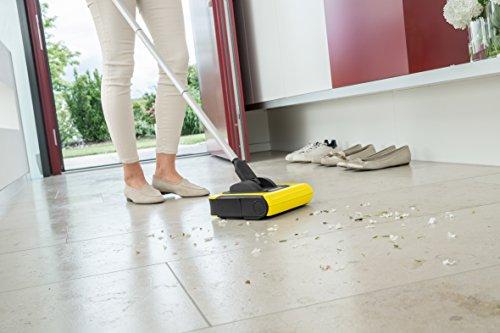 Kärcher Akkubesen KB 5 (Akkulaufzeit: bis zu 30 min auf Hartböden, ergonomische Reinigung ohne Bücken, randnahes Kehren, platzsparende Aufbewahrung, Parkposition, automatische An-/ Ausschaltung) - 3