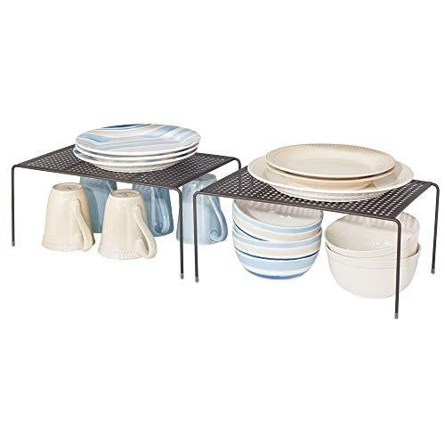 mDesign Juego de 2 estantes de cocina – Soportes para platos individuales de metal – Amplios organizadores de armarios para tazas, platos, alimentos, etc. – color bronce
