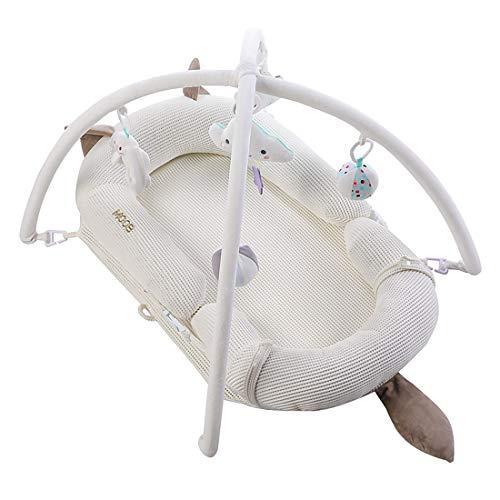 BUDBYU Tumbona para bebé, Nido Transpirable para recién Nacido, cunas portátiles de Juego con Juego de Juguetes con Parachoques Trenzados Desmontables Algodón Transpirable (0-24 Meses)