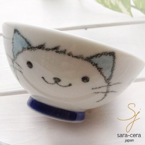 こどもが好きなネコの可愛い絵が描かれたご飯茶碗。サイズ:φ102×高さ53(mm)で、手にしっくり馴染みやすい形状に作られており、薄くて軽いのでとても持ちやすい茶碗です。