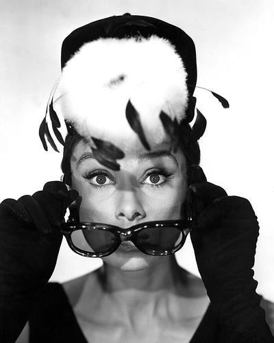 Nostalgia Store Audrey Hepburn 10x 8Werbe Foto mit Dior Sonnenbrille und hat seltenen Breakfast at Tiffany 's Pose