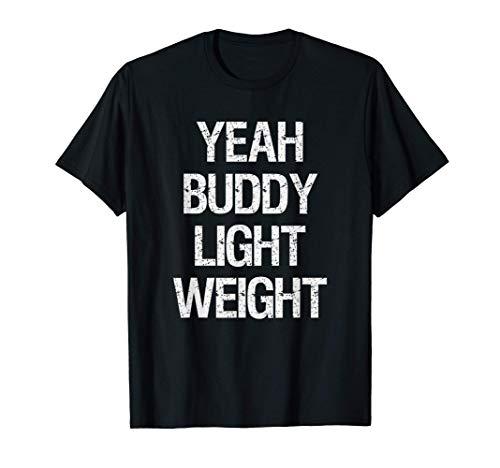 Yeah Buddy. Un fantastico completo da palestra per bodybuilder. Se sei un sollevatore di pesi o solo un tizio fitness, questo vestito attira la tua attenzione. È un regalo per il powerlifting per bambini leggeri. Light Weight Baby. Leggera, taglio cl...