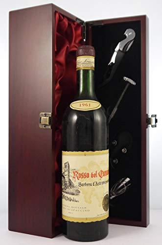 Barbera d'Asti Stravecchio 1961 Rosso del Carmine in einer mit Seide ausgestatetten Geschenkbox, da zu 4 Weinaccessoires, 1 x 750ml