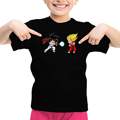 Okiwoki T-Shirt Enfant Fille Noir Dragon Ball Z - Street Fighter parodique Sangoku et Végéta X RYU et Ken : Super Kamehadoken !! (Parodie Dragon Ball Z - Street Fighter)