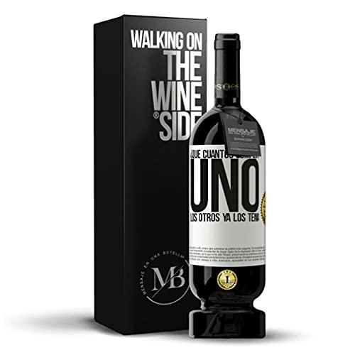 «¿Que cuántos cumplo? UNO. Los otros ya los tenía» Vino Tinto Premium Reserva. Mensaje en una Botella by Esencias. Etiqueta Roja PERSONALIZABLE.