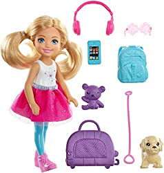 Send curious minds around the world with Chelsea doll and a travel-themed set inspired by Barbie Dreamhouse Adventures that comes with a puppy for a travel companion, a pet carrier and colourful travel-themed pieces Chelsea doll's purple pet carrie...