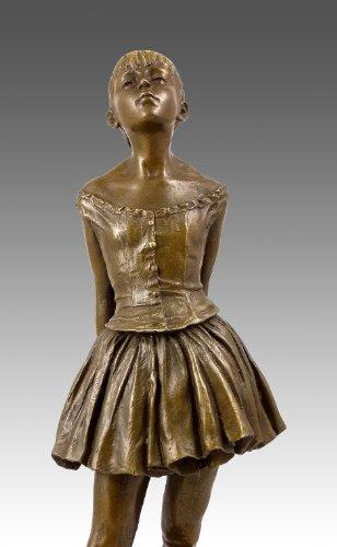 Kunst & Ambiente - Kleine vierzehnjährige Tänzerin - Bronzefigur - Klassiker von Edgar Degas - 100{61e19b018f92d8277804d8f06a417c2634c03ab336a728cadbefd131e4656ae1} Bronze - Skulpturen Kaufen