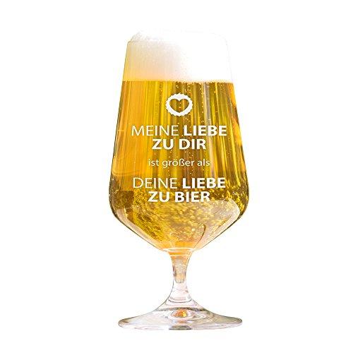 AMAVEL Lustiges Bierglas mit Gravur - Meine Liebe zu dir ist größer als Deine Liebe zu Bier – Pilstulpe – Geburtstagsgeschenke – originelle Geschenkideen – Männergeschenke – Füllmenge: 0,4 l