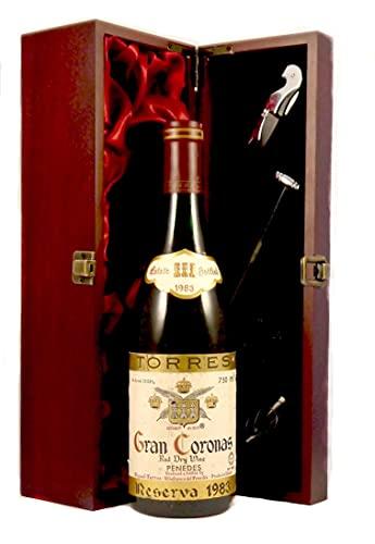 Gran Coronas Reserva 1983 Torres en una caja de regalo forrada de seda con cuatro accesorios de vino, 1 x 700ml