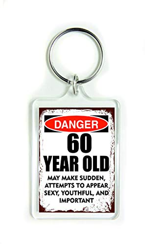 Llavero acrílico 10876 Danger 60 Year Old May Make Sudden Attentts to Appear Sexy Youthful e Important Cita