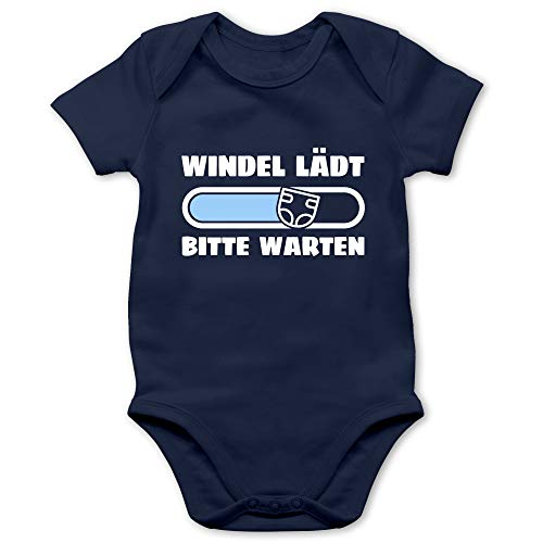 Shirtracer Baby Strampler Mädchen & Junge - Windel lädt Bitte warten in weiß und blau - 3/6 Monate - Navy Blau - Geschenk - BZ10 - Baby Body Kurzarm für Jungen und Mädchen