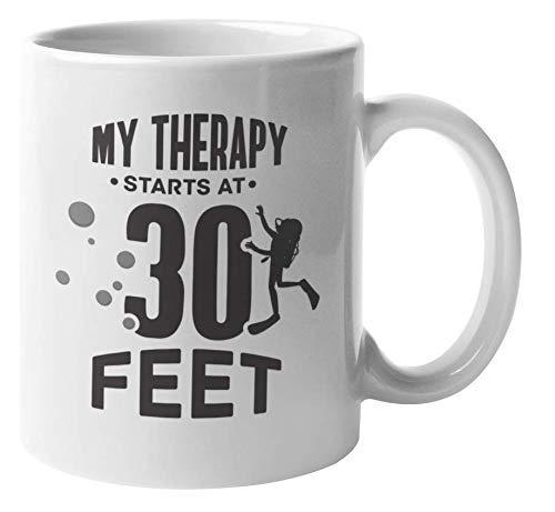 Mi terapia comienza a los 30 pies de profundidad. Divertida taza de regalo de café y té de buceo para buceador de aguas profundas, buceador libre, instructor de buceo, marino, marinero, navegante, bió