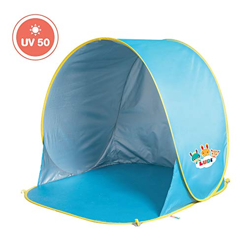 LUDI - Tente de plage avec Protection UV 50. Dès 10 mois. Structure pop-up légère, se plie et se range facilement dans un sac. Dimension : 105 x 90 x 100 cm. Fournie avec 4 fixations au sol. - 2304
