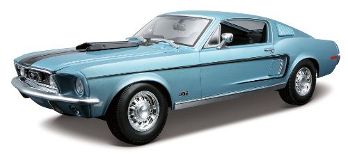 Maisto Ford Mustang GT Cobra Jet: Modellauto mit Federung, Maßstab 1:18, Türen und Motorhaube beweglich, Fertigmodell, lenkbar, 24 cm, hellblau (531167)