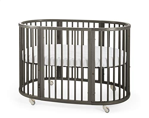 STOKKE® Sleepi™ Kinderbett – Mitwachsendes Bett für Kinder aus massivem Holz – Gitterbett in ovaler Form zum Wohlfühlen – Inkl. Matratze – Farbe: Hazy Grey