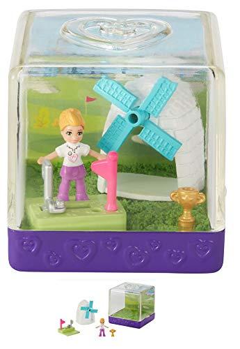 TrendyMaker Polly Pocket Sandspaß Überaschung, 1 Kunsstoffbox, 1 Beutel Spielsand, 1 Beutel mit Mini Puppe und 3 Accessoires (GKJ70 Golfplatz mit Windmühle)