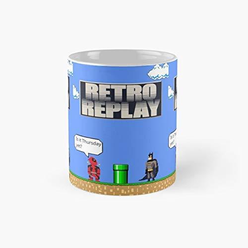 Eastlif Re-TRO Re-Play: el diseño de O-r-i-g-i-n-a-l Creado y Utilizado por The Retro Replay Show Taza clásica Divertido Tazas de café de 11 onzas