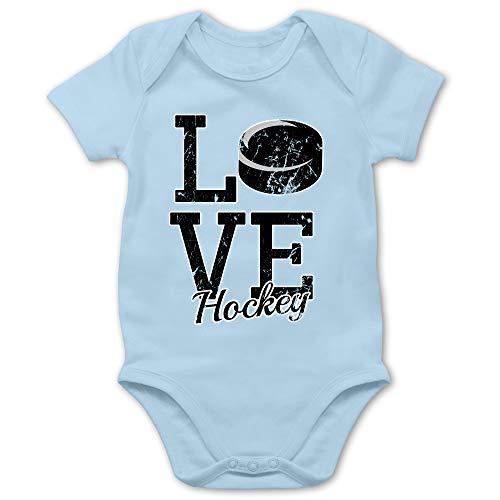 Sport Baby - Love Hockey - 12/18 Monate - Babyblau - Spruch - BZ10 - Baby Body Kurzarm für Jungen und Mädchen