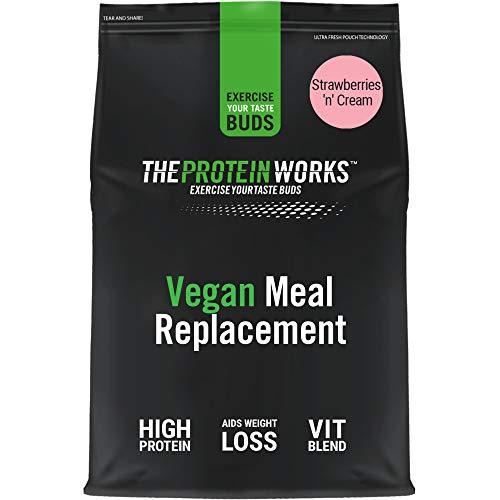 Frullato Sostitutivo Dei Pasti Dietetico Vegano di THE PROTEIN WORKS | 100% A Base Vegetale | Vitamine E Minerali Essenziali | Economico, Salutare E Rapido | Panna & Fragole | 1kg