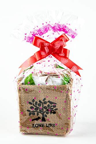 'Sweet Mini Rosen 4 Stück aus weißen Baumwolle Handtüchern 4 mal 19 x 19 cm gefaltet in einem Jute Geschenkorb 11 x 11 x 9,5 cm Groß.