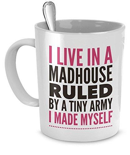 N\A Lustige Kaffeetasse für Mütter: Ich lebe in einem Irrenhaus, das von Einer winzigen Armee regiert Wird, die ich selbst gemacht Habe - 11 Unzen weiße Keramik-Kaffeeliebhaber-Tasse