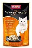 gatto vomita cibo umido