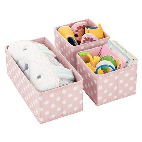 mDesign 3er-Set Aufbewahrungsboxen für das Kinderzimmer, Bad usw. – Kinderzimmer Aufbewahrungsbox im Punkte-Muster – Kinderschrank Organizer in 2 Größen aus Kunstfaser – rosa und weiß