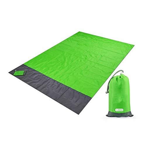 GYYOU Manta de playa a prueba de arena, manta de picnic extra grande 210 x 200 cm, impermeable y ligera, con 4 estacas, manta grande para viajes, camping, senderismo, deportes, color verde claro, tamaño 200 x 210cm