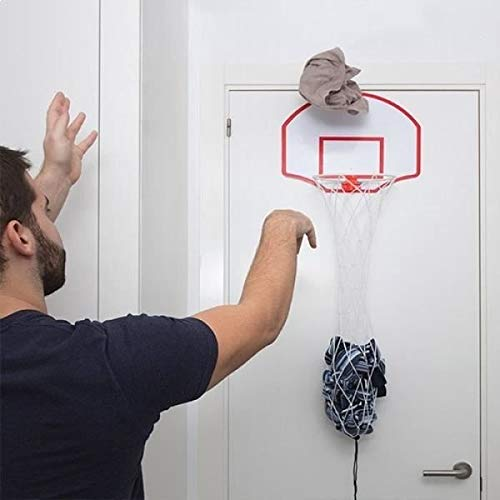 Sucia cesto de la ropa de baloncesto