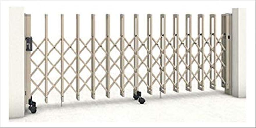 腕チェスをする例示する三協アルミ クロスゲートT 3クロスタイプ 片開き親子タイプ 71DO(13S+58T)H12(1210mm) キャスタータイプ 『カーゲート 伸縮門扉』 ホワイト