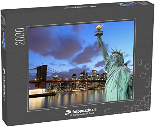 Puzzle 2000 Teile Brooklyn Bridge und The Statue of Liberty at Night, New York City - Klassische Puzzle mit edler Motiv-Schachtel, Fotopuzzle-Kollektion \'USA\'