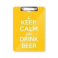 引用の冷静さを保つとビールを飲んでいるイエロー フラットヘッドフォルダーライティングパッドテストA4