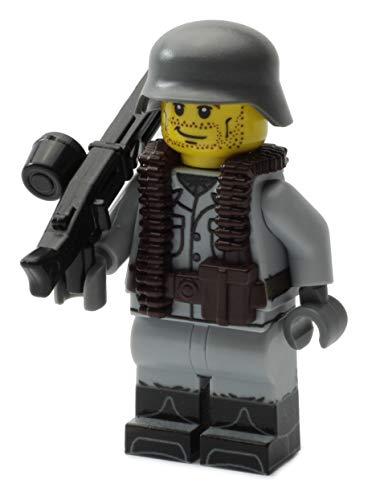 BricksStuff Deutscher Soldat | Ausgerüstet mit BrickArms Weste, MG42 und Helm | Bedruckte Custom Figur mit Waffen | Kompatibel mit Lego®
