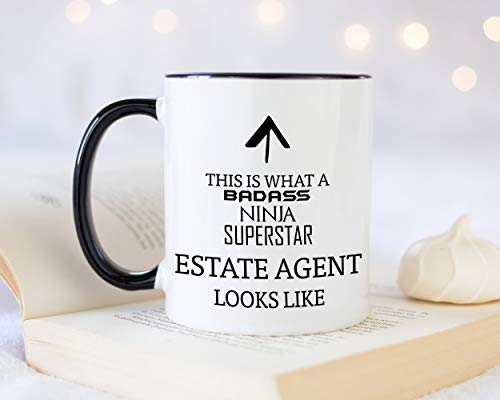 Taza de café con texto en inglés «This is What A Badass Estate Agent Looks Like 12 oz», ideal para regalo para la propiedad inmobiliaria Agency Worker Manager MG0627