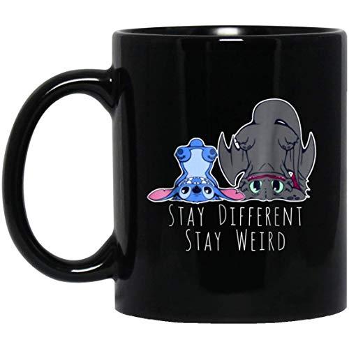 Cute stitch y desdentado alien y dragon stay differen stay weird taza de café - regalo negro para amigo amante madre padre esposo esposa hijo hija niños en navidad cumpleaños acción de gracias pascua
