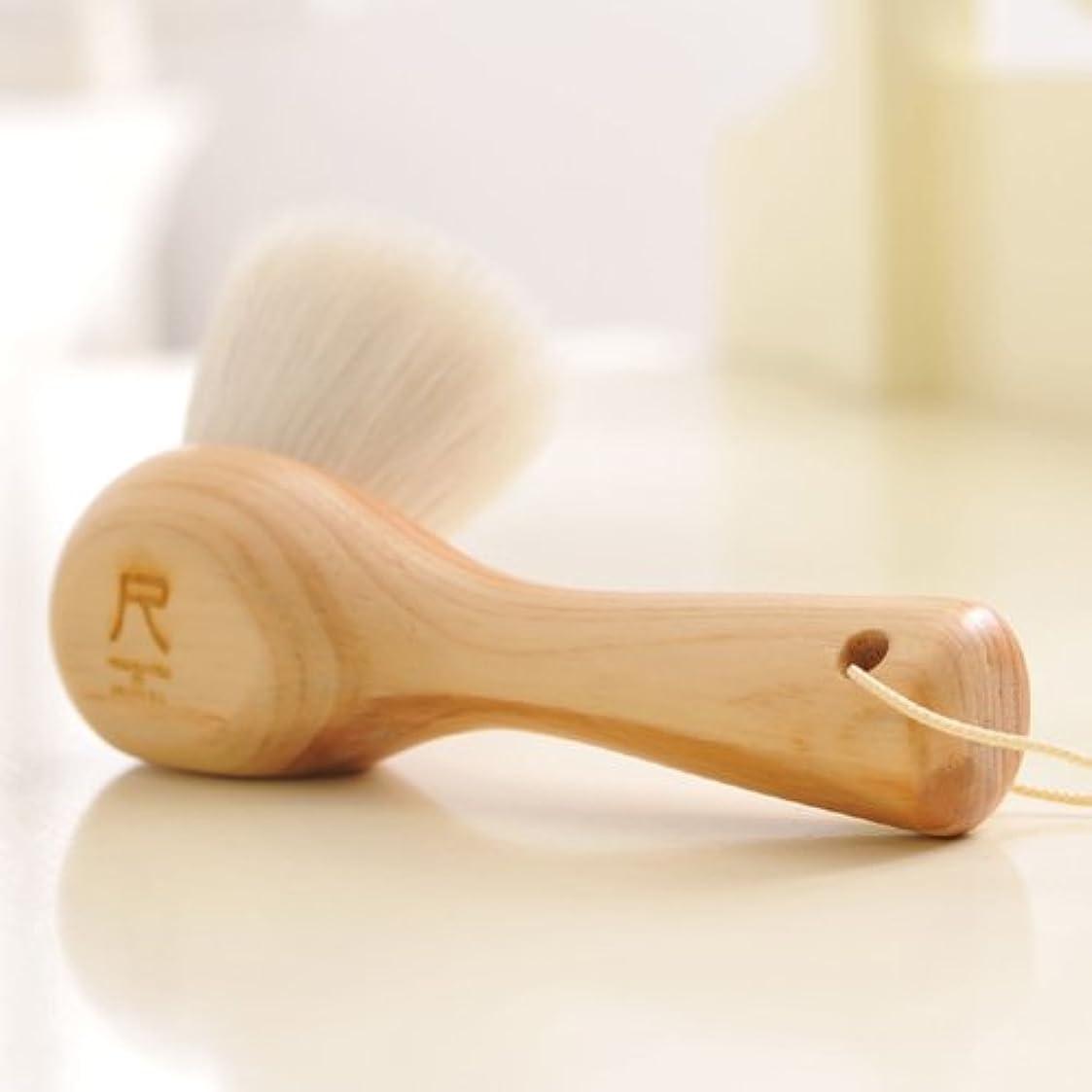 最近卑しい実現可能性尺 洗顔ブラシ(白箱版)