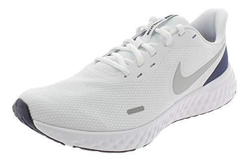 Nike Revolution 5, Scarpe da Corsa Uomo, Bianco/Metallico Argento-Mezzanotte Marino, 47.5 EU