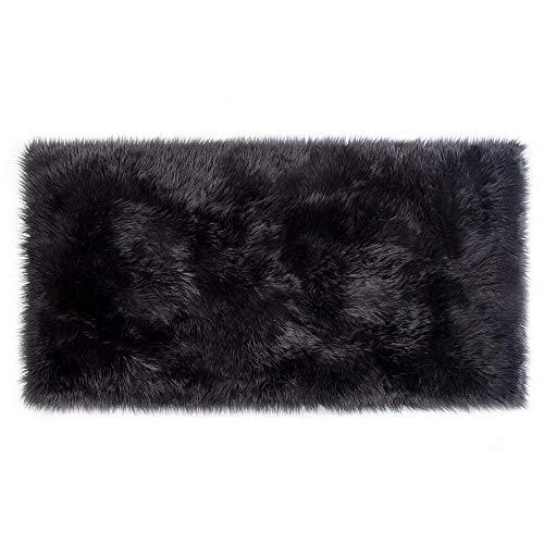 Lammfell-Teppich Kunstfell Schaffell Imitat   Wohnzimmer Schlafzimmer Kinderzimmer   Als Faux Bett-Vorleger oder Matte für Stuhl Sofa (Schwarz - 80 x 150 cm)