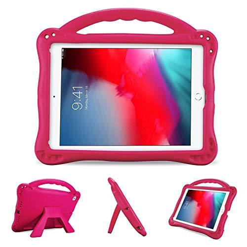 ProCase Funda Infantil iPad 9,7 6.ª/5.ª, iPad Pro 9.7, Air 2/1 (Modelos Viejos), Carcasa Niño Antigolpes con Asa Suave Soporte Plegable, Funda Bebé Ligera para iPad 9.7 2018 2017 iPad Air 1/2 -Magenta