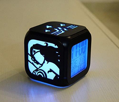 xiaomomo521 Wonder Woman Reloj Despertador Estereoscópico 3D, Led Pequeña Luz Nocturna, Cama De Campana Electrónica Primera Hora 8.8cm Caja de batería sin Carga Negra y edición de Cable USB