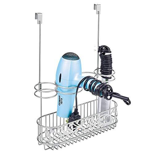 mDesign Soporte para secador de pelo sin taladro – Ideal colgador para puerta de baño para dejar el secador – Útil organizador de baño con 4 apartados para rizador, plancha o cepillos – plateado