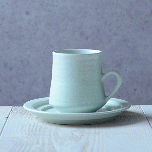 和食器の温かみとスタイリッシュさが融合した「ハンサム」という言葉がぴったりのカップ&ソーサー。ちょっと背筋を伸ばしてお茶の時間を過ごしたいときに使ってみてはいかがでしょう。人気作家、見野大介さんの作品です。カップサイズ口径約7cm、高さ約9cm。ソーササイズ径約15cm 、高さ約2cm。