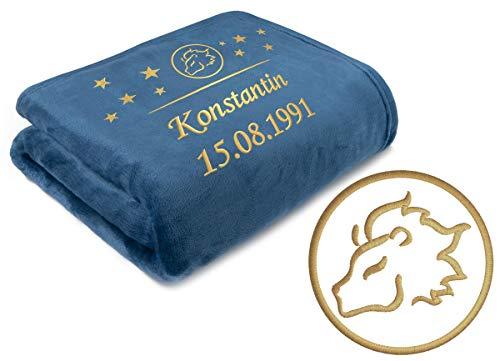 Direkt-Stick.de Kuscheldecke mit Sternzeichen LÖWE, personalisiert, mit Namen und Geburtsdatum Bestickt, Decke Schmusedecke dunkelblau Marine 150x200 cm, Geschenk, Geburtstagsgeschenk