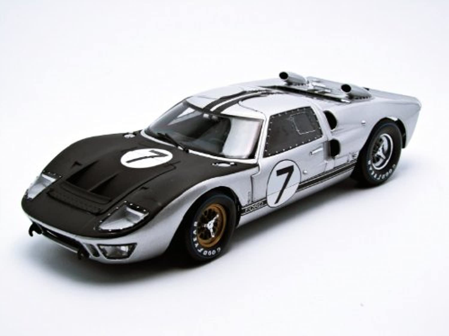 1966 Ford GT40 MK 2 Silver  7 1 18 by Shelby Collectibles 404