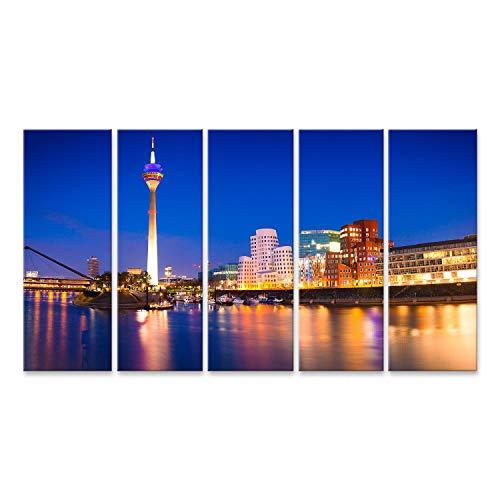 Bild Bilder auf Leinwand Bunte Nachtszene des Rheins bei Nacht in Düsseldorf. Rheinturm im weichen Nachtlicht, Nordrhein-Westfalen, Deutschland, Europa. Wandbild, Poster, Leinwandbild QGX