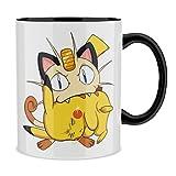 OKIWOKI Taza con asa Negra e Interior Negro Parodia de Pokémon- Pikachu y Meowth (Taza de Primera Calidad - Impresa en...