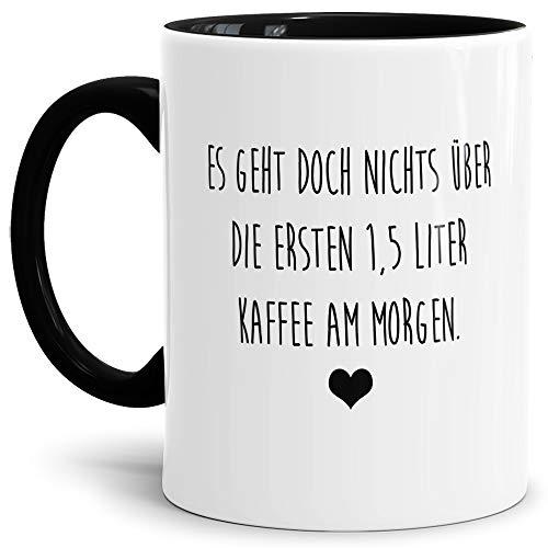 Tasse mit Spruch Es geht Nichts über die ersten 1,5 Liter Kaffee Lustig/Arbeit/Büro/Witzig/Geschenk-Idee für den Kollegen/Innen & Henkel Schwarz