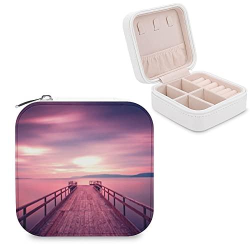 Organizador de joyas de viaje para niñas, mujeres, muelle con cielo morado y nubes espectaculares estuche de almacenamiento portátil para anillos, pendientes, collares