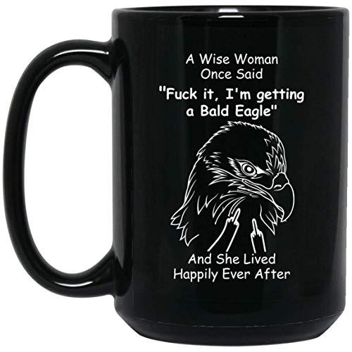 N\A Águila Calva Divertida una Mujer Sabia Dijo una Vez el Dedo Medio Taza de café Negro